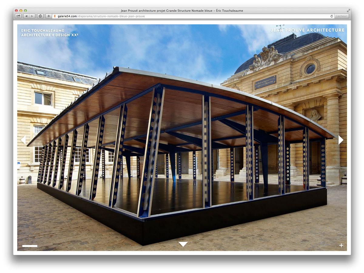 structure nomade bleue de jean prouvé à la monnaie de paris en 2010