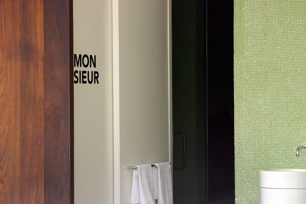 La signalétique des toilettes homme et femmes de l'Hotel Condesa Df à Mexico, design IchetKar