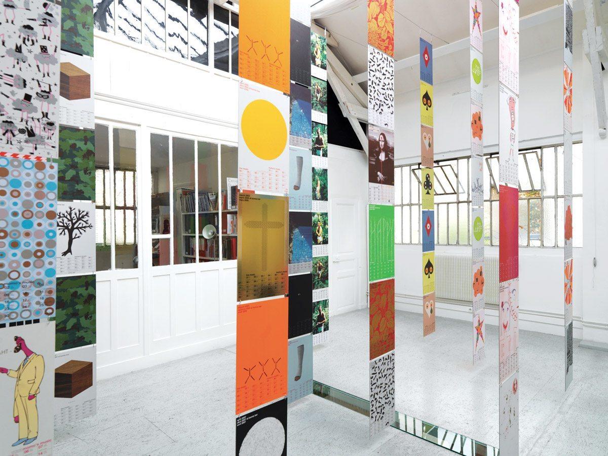Les posters calendriers du Momo à Londres exposés à la galerie Anatome à Paris pour IchetKar curiosités
