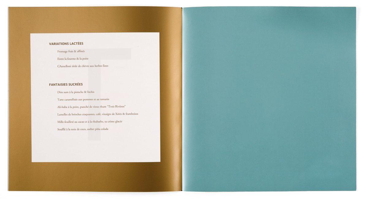 Le menu de la Maison Troisgros, Bleu outremer et or, papier filigrané T pour les variations lactées, design IchetKar et fabrication Cent pages