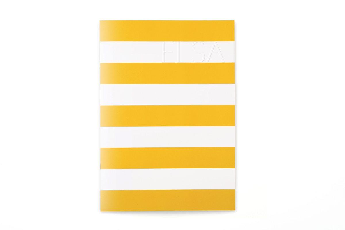 La couverture du menu Elsa du Monte Carlo Beach, gaufrage, rayures graphiques esprit bord de mer, design IchetKar