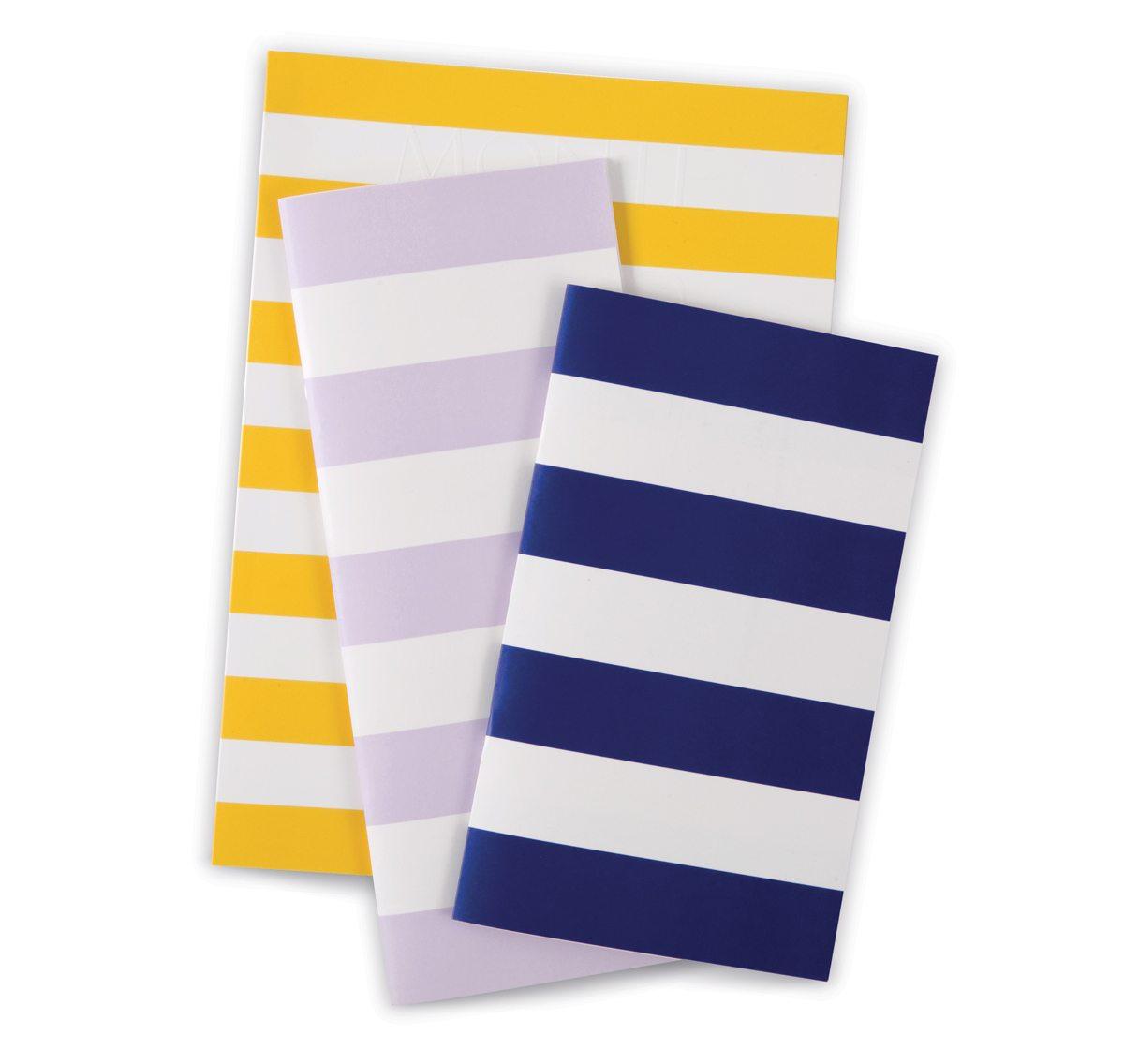 Les couvertures de différents livrets de l'hotel Monte Carlo Beach, rayures graphiques esprit bord de mer, design IchetKar