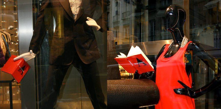 Le livre Mots animaux éditon Buchet Chastel - design ichetkar est en vitrine chez colette