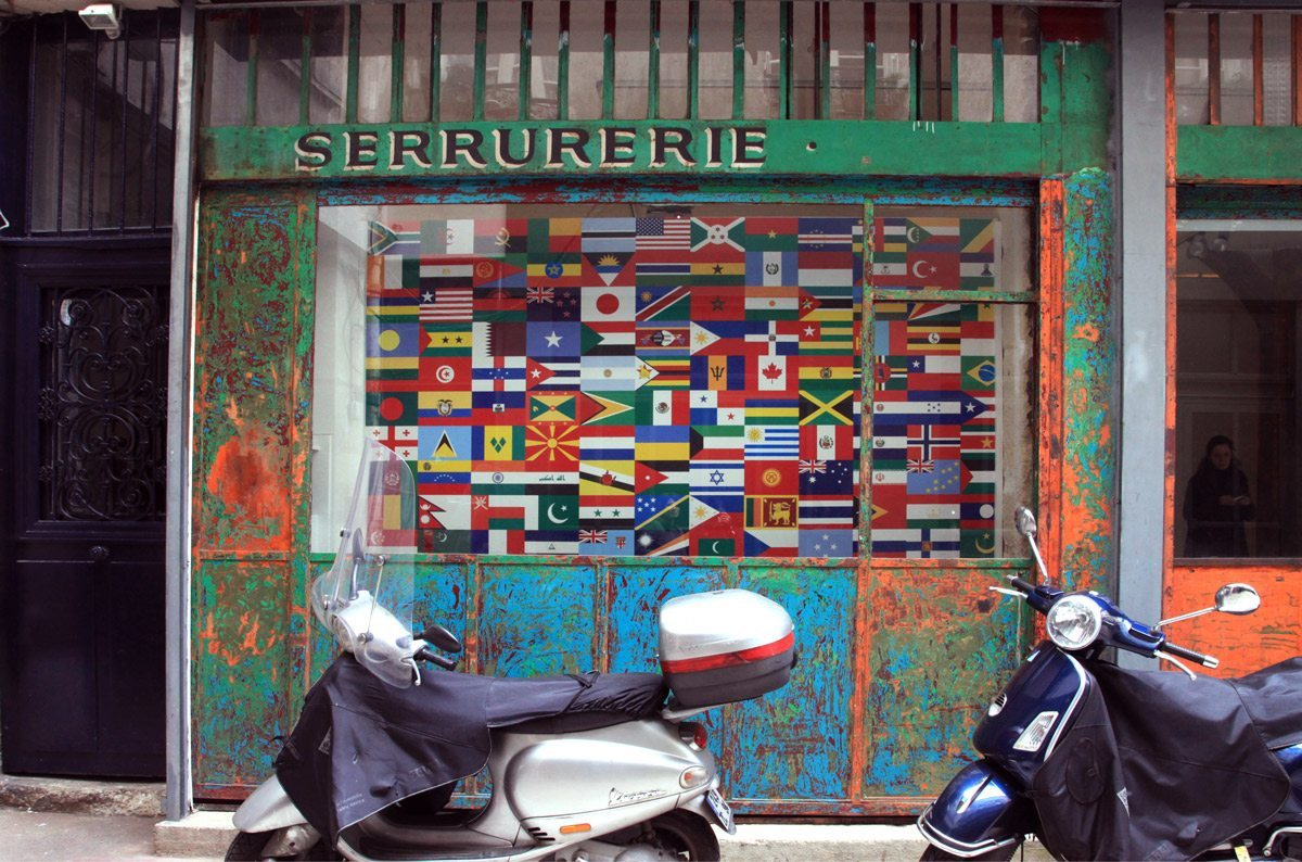 expo laits du monde vue galerie papier peint drapeaux vue facade galerie