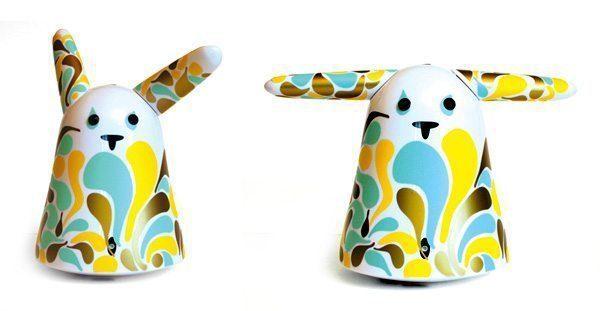 Initiative de Prêt à Porter Paris®, le premier salon international de la mode, 80 stylistes de renom et designers ont habillé le lapin Nabaztag au profit de WWF, Mini pop rabbit pour IchetKar
