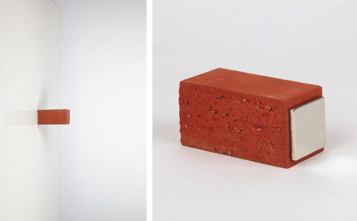 Magnet Brique, un aimant moderne super-puissant en brique. Porte manteau, porte sac, repose clé, une création Ich&Kar