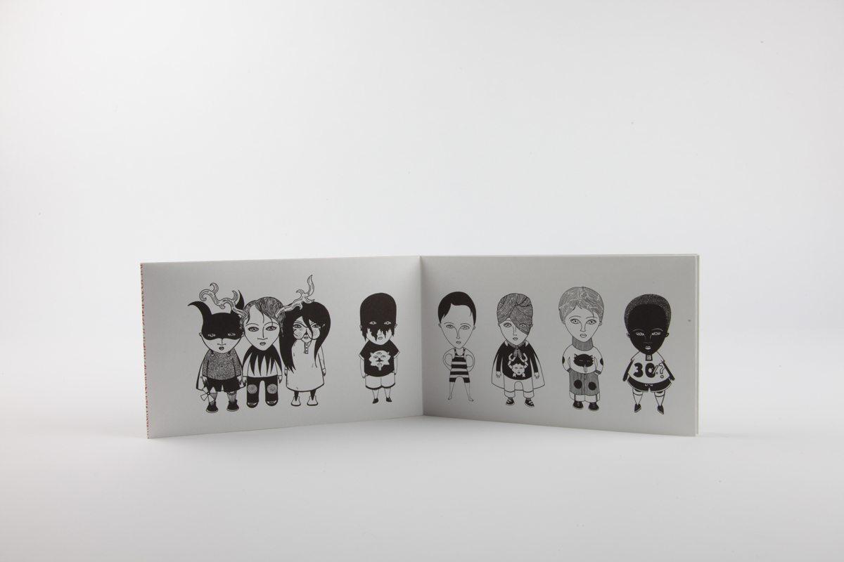 Livre-objet intérieur de Fred Le Chevalier. Design graphique par Ich&Kar. Editions Echos.