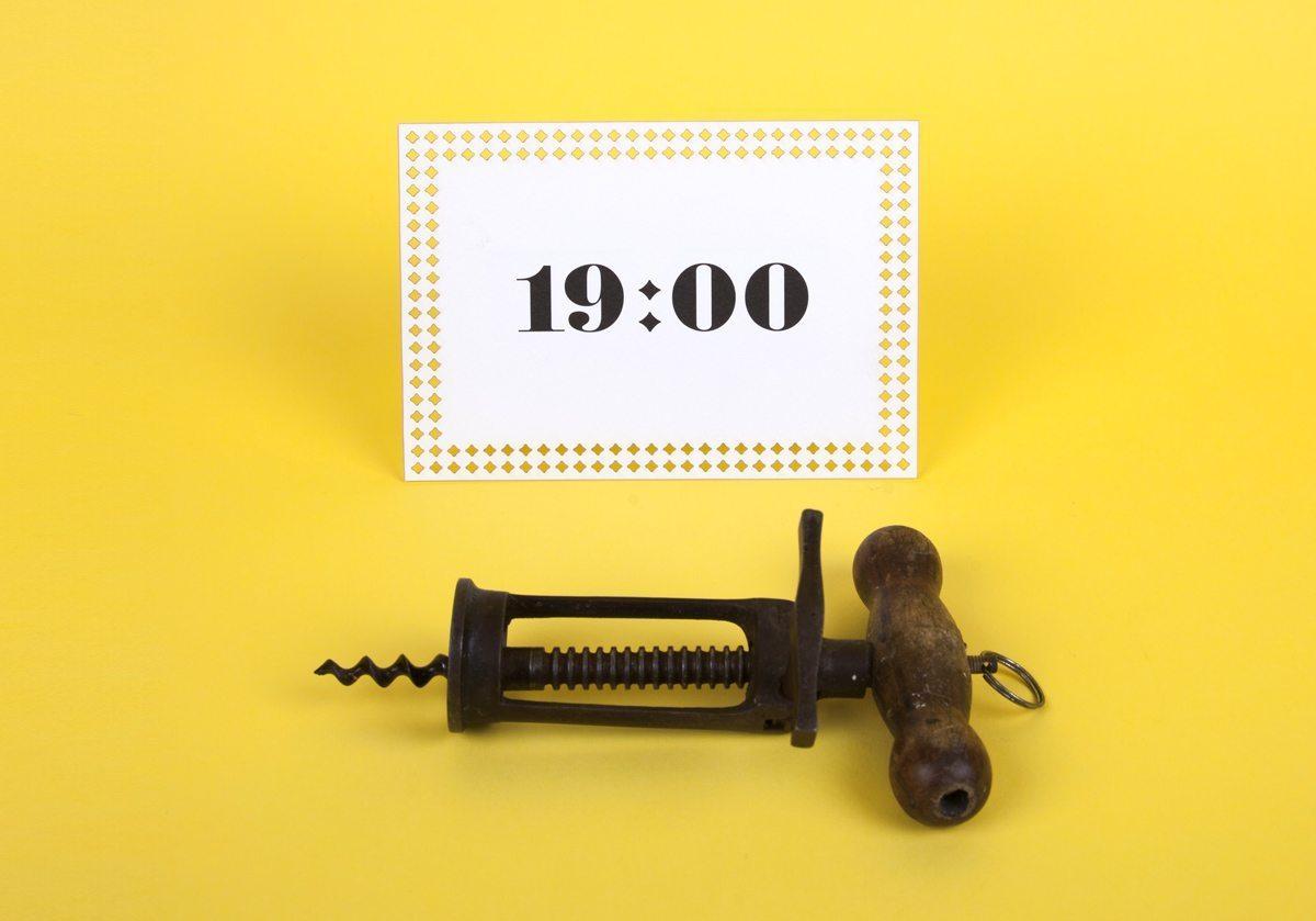 Collection de carton d'invitation signée Ich&Kar. Avec l'inscription 19heures, ce carton est parfait pour inviter les amis à un apéritif.