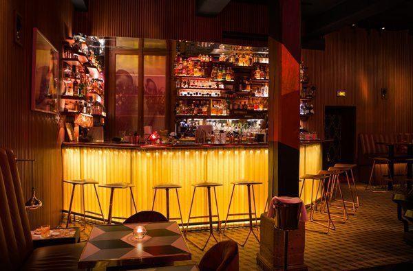 Le bar de l'Andy Wahloo accueille l'une des plus belles collections de spiritueux à Paris