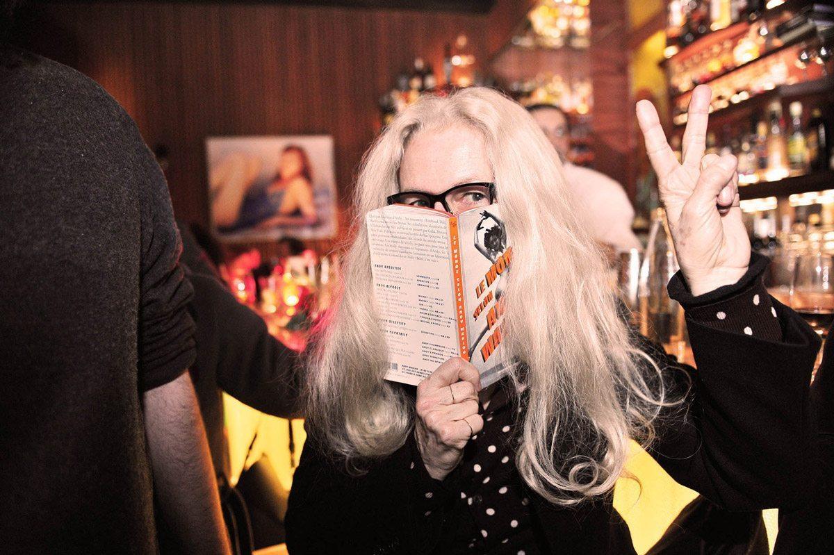 """Dominique Issermann, lors de la soirée de lancement du livre """"Le monde selon Andy wahloo""""."""