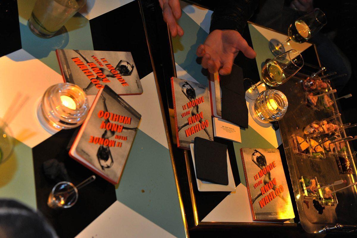 """Soirée de lancement du roman """"Le monde selon Andy wahloo"""", au bar Andy Wahloo à Paris."""