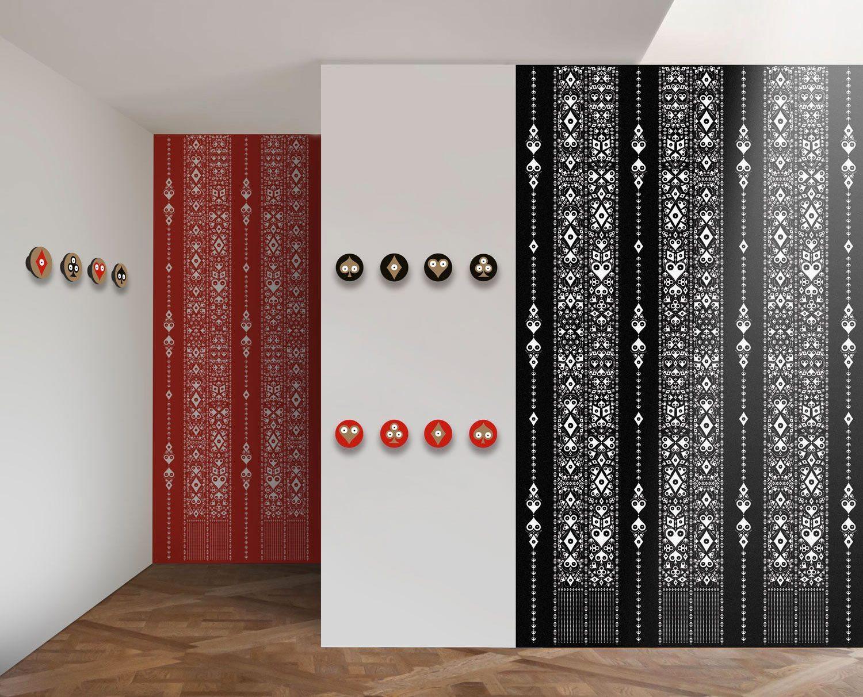 Papiers peints et patères aux motifs Pokerface Cœur Carreau Trèfle et Pique. Créations Ich&Kar, édition Bazartherapy