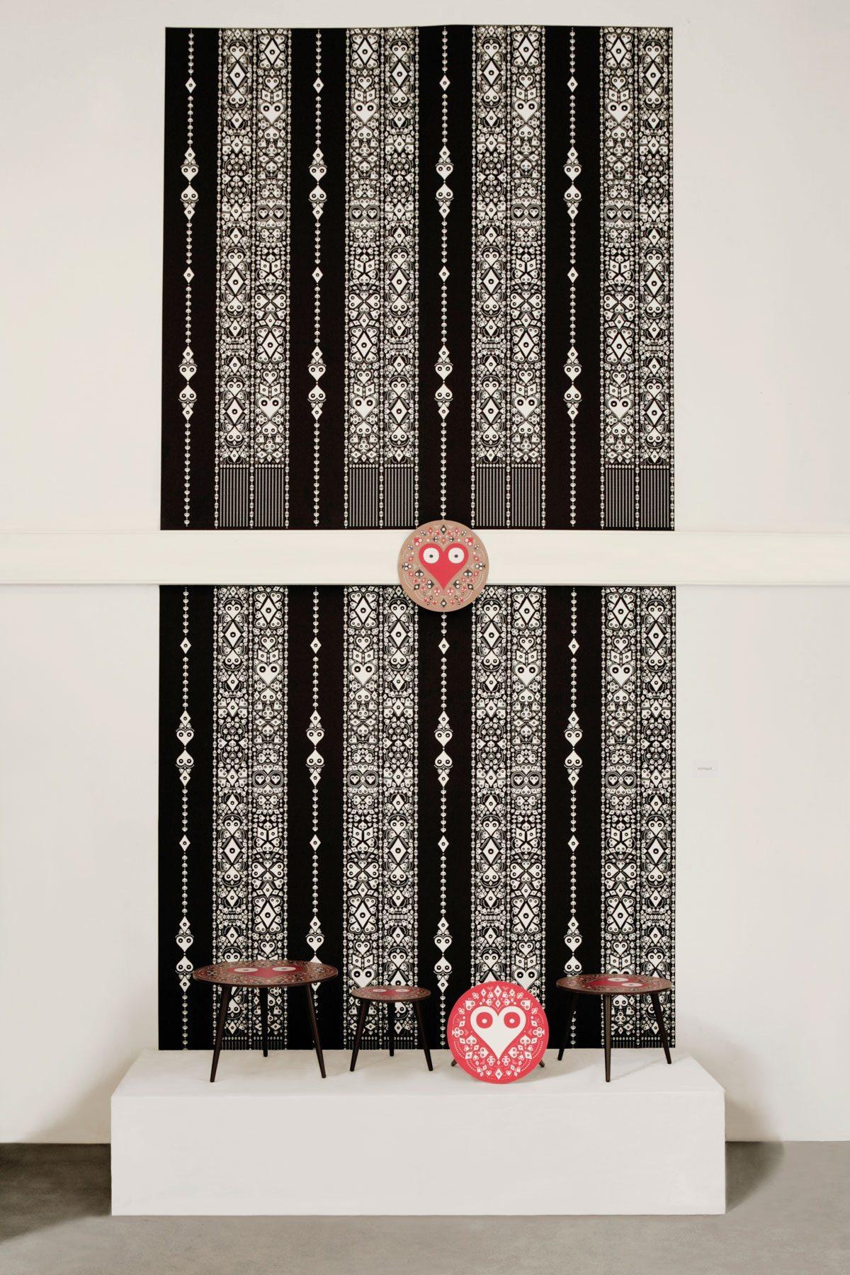Exposition La bande de Mexico, Paris Design Week 2014. Wallpapers Mariachi et petites tables basses Pokerface rondes signés Ich&Kar.
