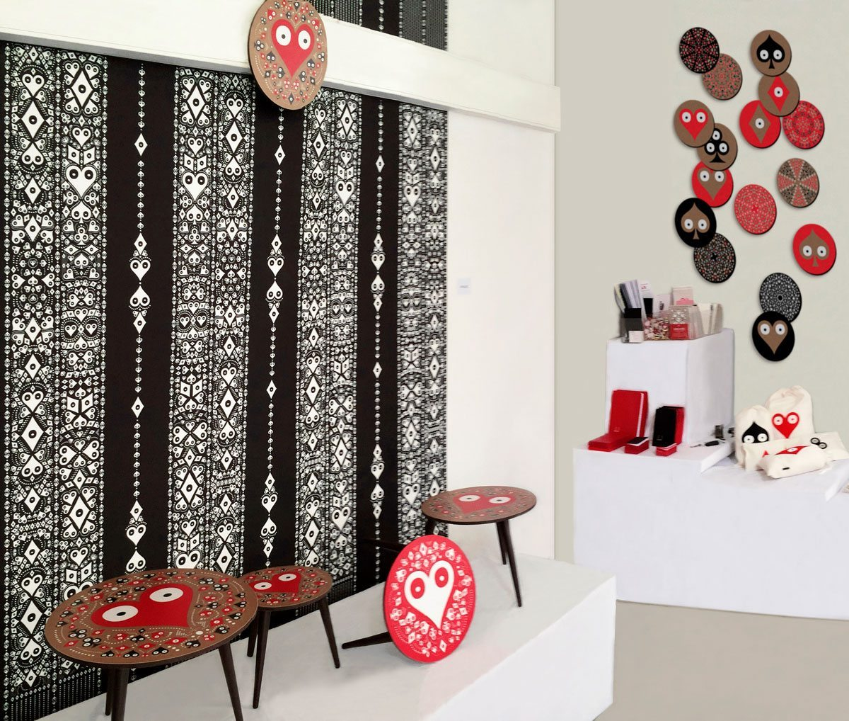 Exposition La bande de Mexico, Paris Design Week 2014, papiers peints, petites tables basses rondes Pokerface et papeteries signés Ich&Kar.