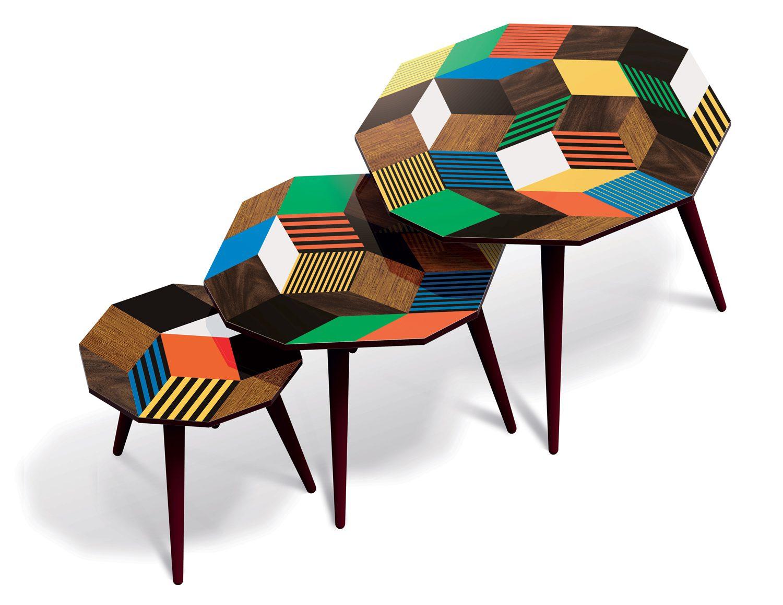 Trio de tables basses Penrose Crazy Wood, inspirés du pavages de Penrose aux motifs géométrique. Design Ich&Kar, édition Bazartherapy.