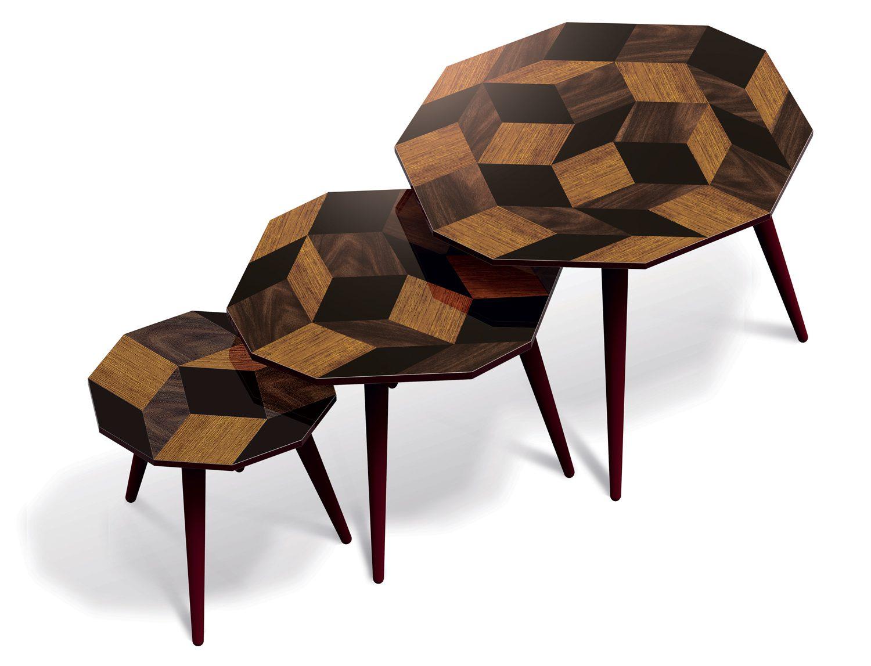 Trio de tables basses aux motifs de pavages Penrose Wood, couleur bois et noir, édition Bazartherapy, design Ich&Kar