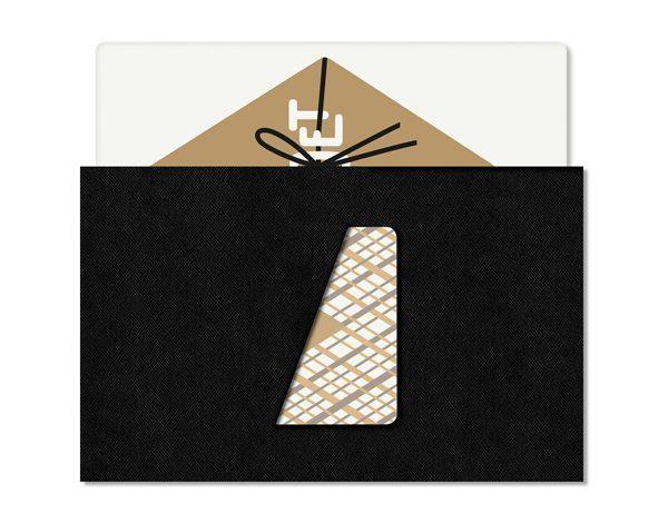 Le bon de restaurant chez Cadet. Très élegant, blanc et doré, inséré dans une pochette noire en simili cuir. At the restaurant Cadet at Santa Monica, the voucher golden card is in a simile leather sleeve. Design by ichetkar