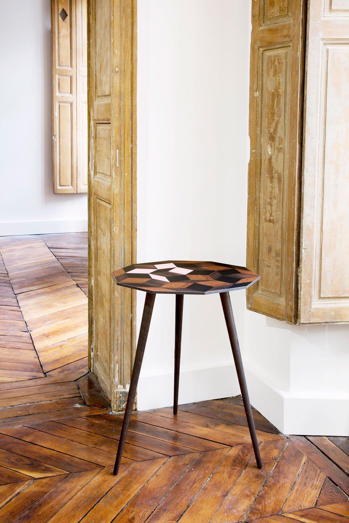 Gueridon Penrose Spring Wood by Ich&Kar à la Galerie Joseph, édition Bazartherapy.