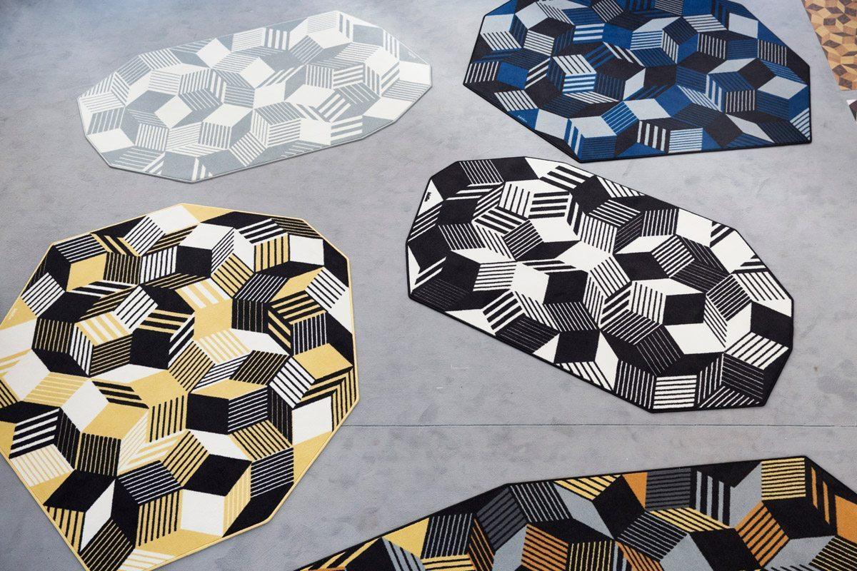 Exposition Penrose Project, Ich&Kar - Bazartherapy, Paris Design Week 2015, tapis graphiques et géométrique au contours irréguliers