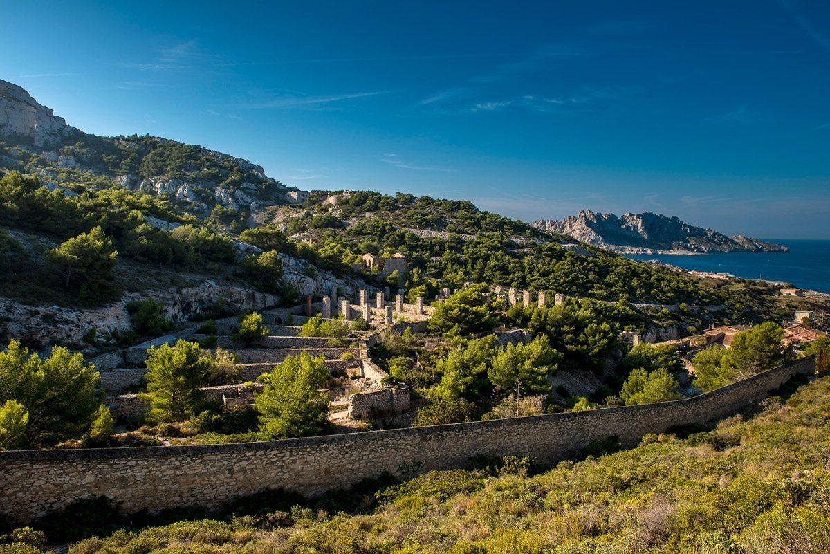 La Friche de l'Escalette, ancienne usine à plomb située en face du petit port de Marseille