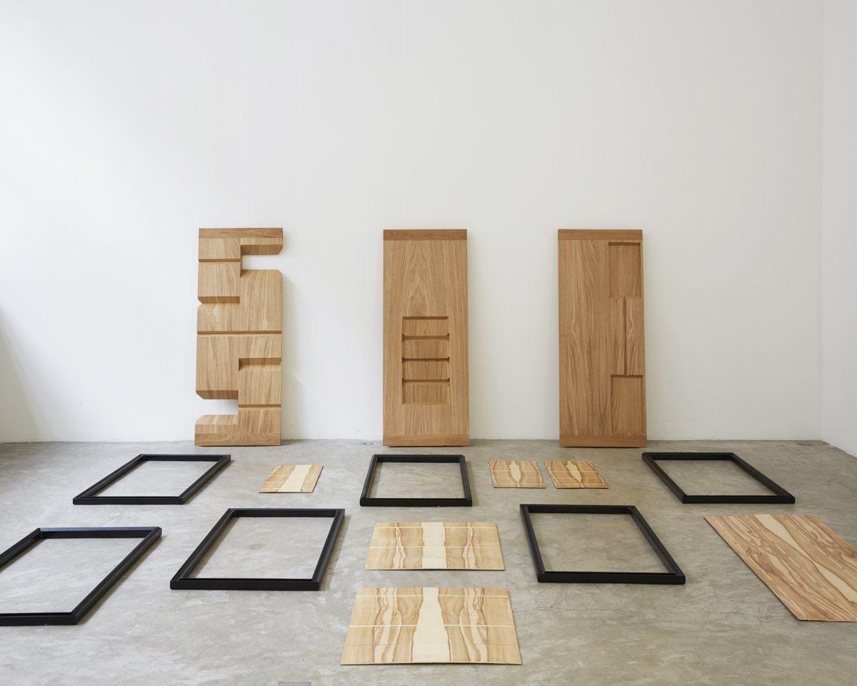 ich&kar guillaume buzin table d'exposition d'objets graphiques démontée