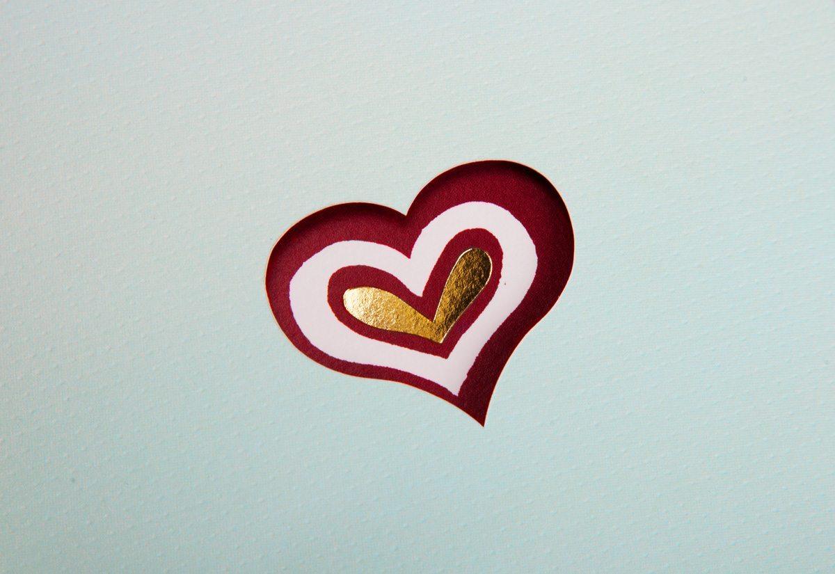 faire part de mariage détail découpe coeur dorure