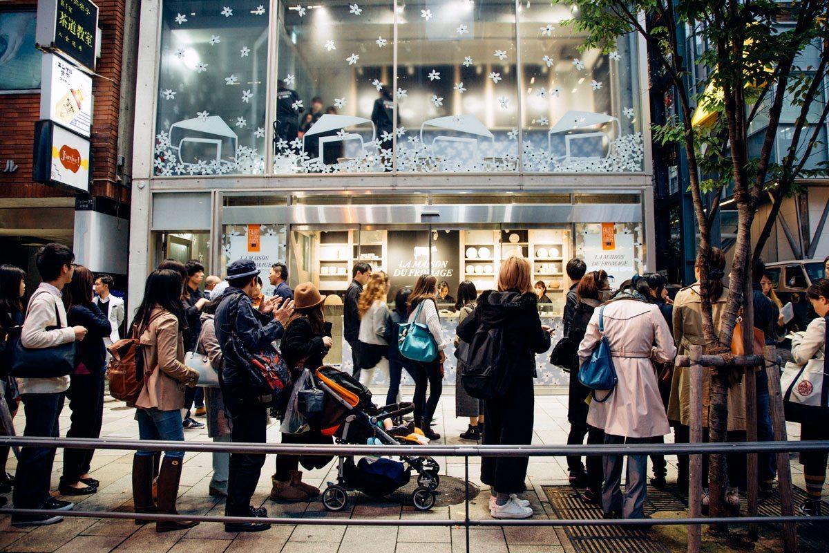 maison du fromage tokyo foule devant