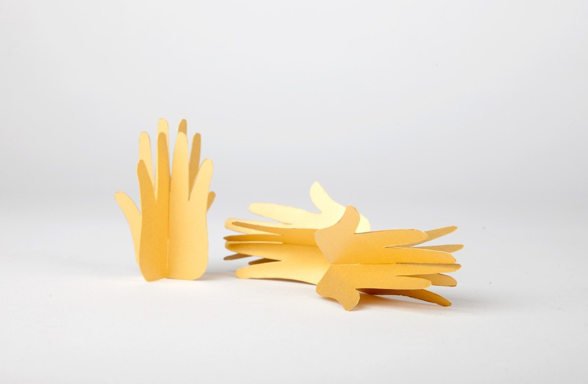 DIY elle noël 2016 christmas mains porte carte centre de table papier découpé