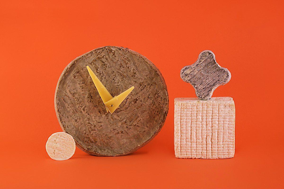 composition fromages horloge jean-charles kermann fond orange