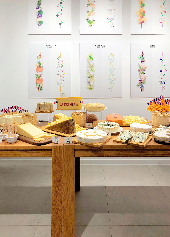 Le buffet fromages de la soirée d'ouverture de la Crémerie à Shanghai, architecture d'intérieur et design graphique par IchetKar