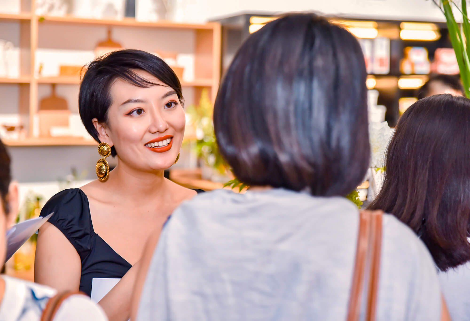 Les invités de la soirée d'ouverture du concept store La crèmerie à shanghai, un projet d'architecture intérieur par IchetKar