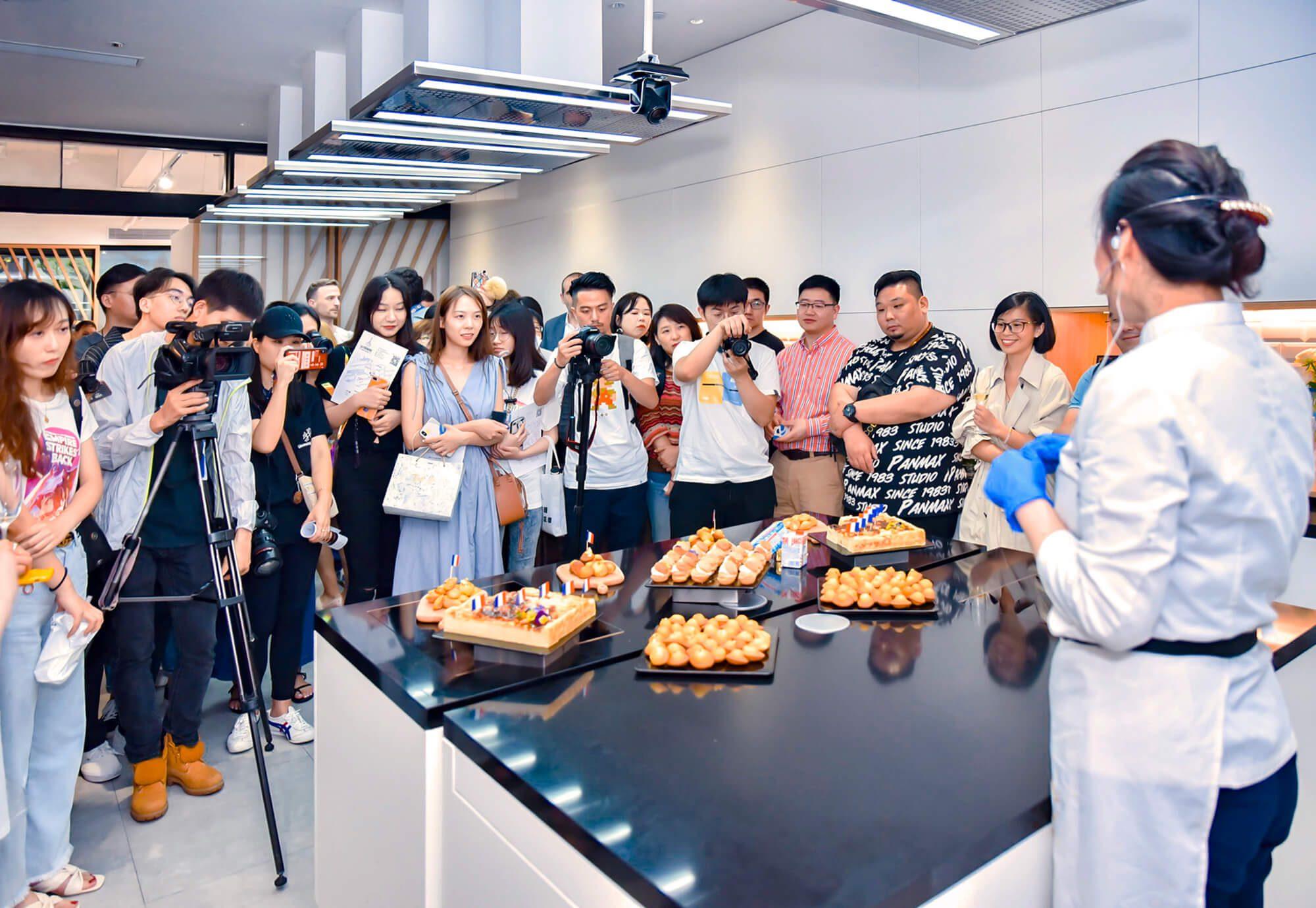 Cours de cuisine fromagère pour l'ouverture du concept store La crémerie en Chine