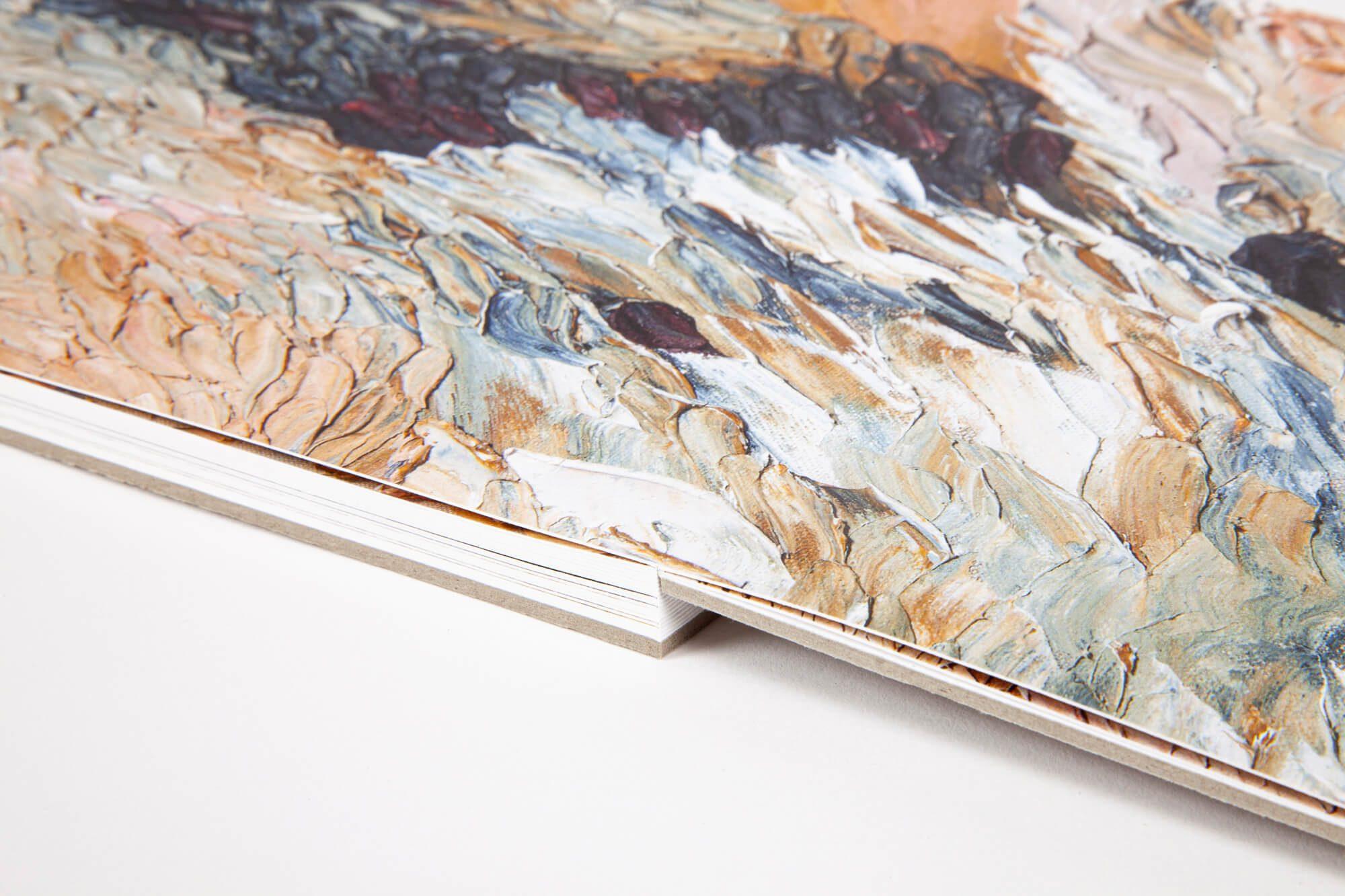 Detail de la reliure Layflat, qui permet d'ouvrir le livre à plat, pour profiter pleinement des images en double page, design IchetKar