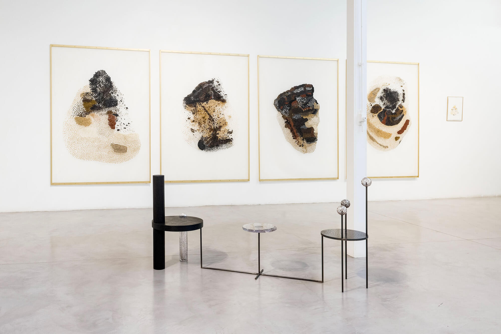 Série des 4 gazes peintes dans l'exposition de Daniela Busarello à la Galerie Mouvements Modernes.