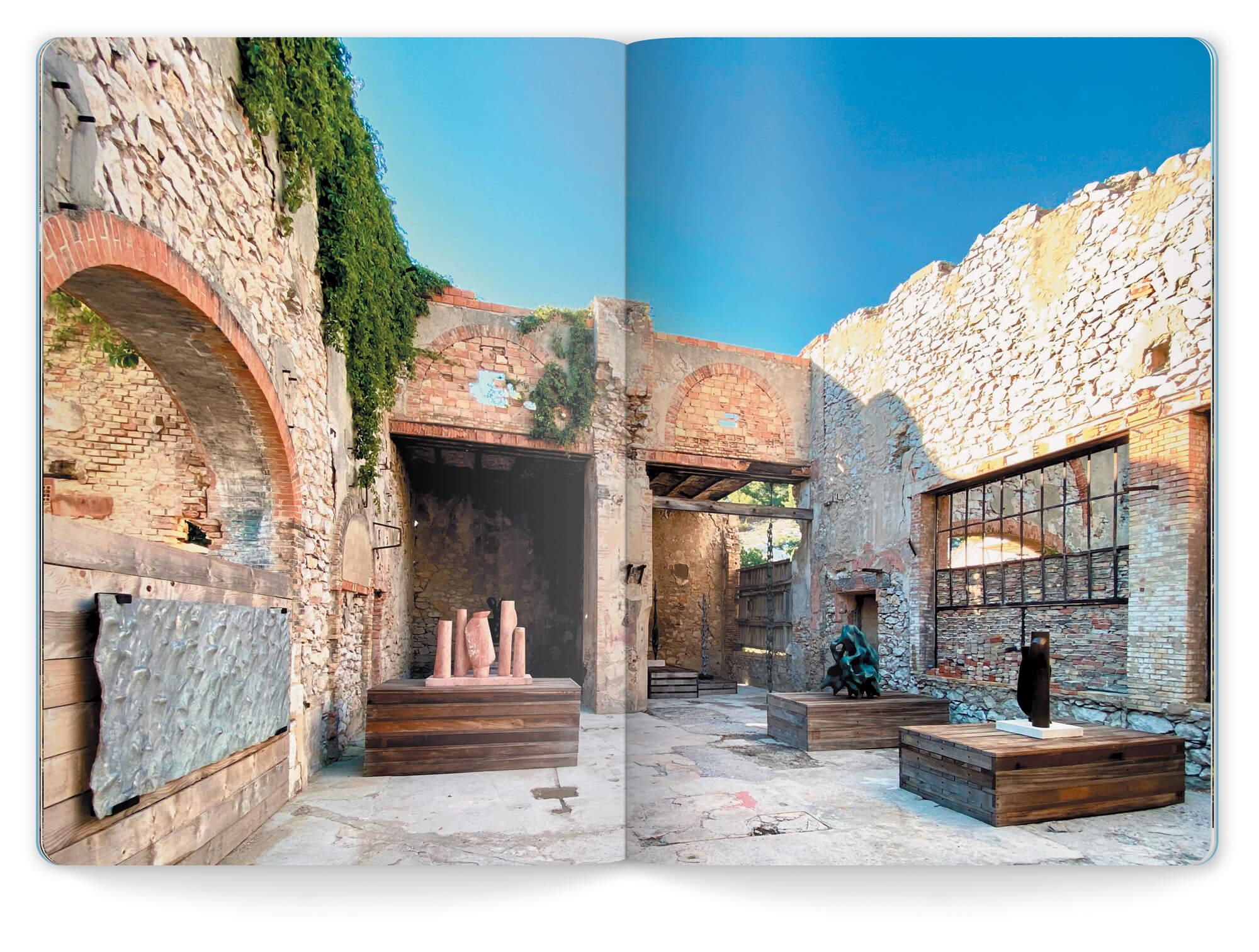 Photo en double page des sculptures présentées lors de l'exposition l'été de la Foret en 2020, mise en page IchetKar