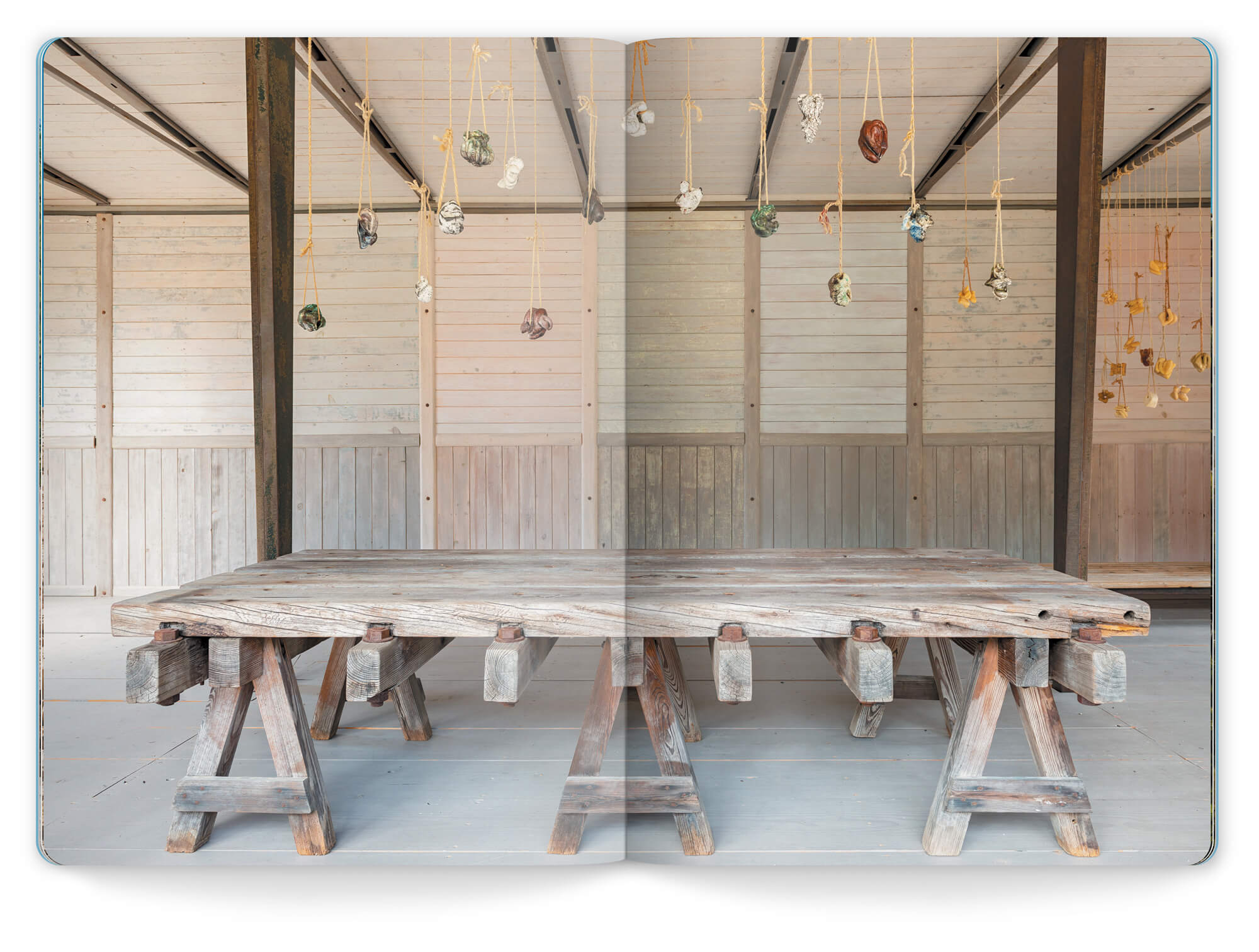 Rakus et Savons, l'œuvre de Myriam Mihindou exposé dans le Pavillon 6x9 de Jean Prouvé à la Friche de l'Escalette.