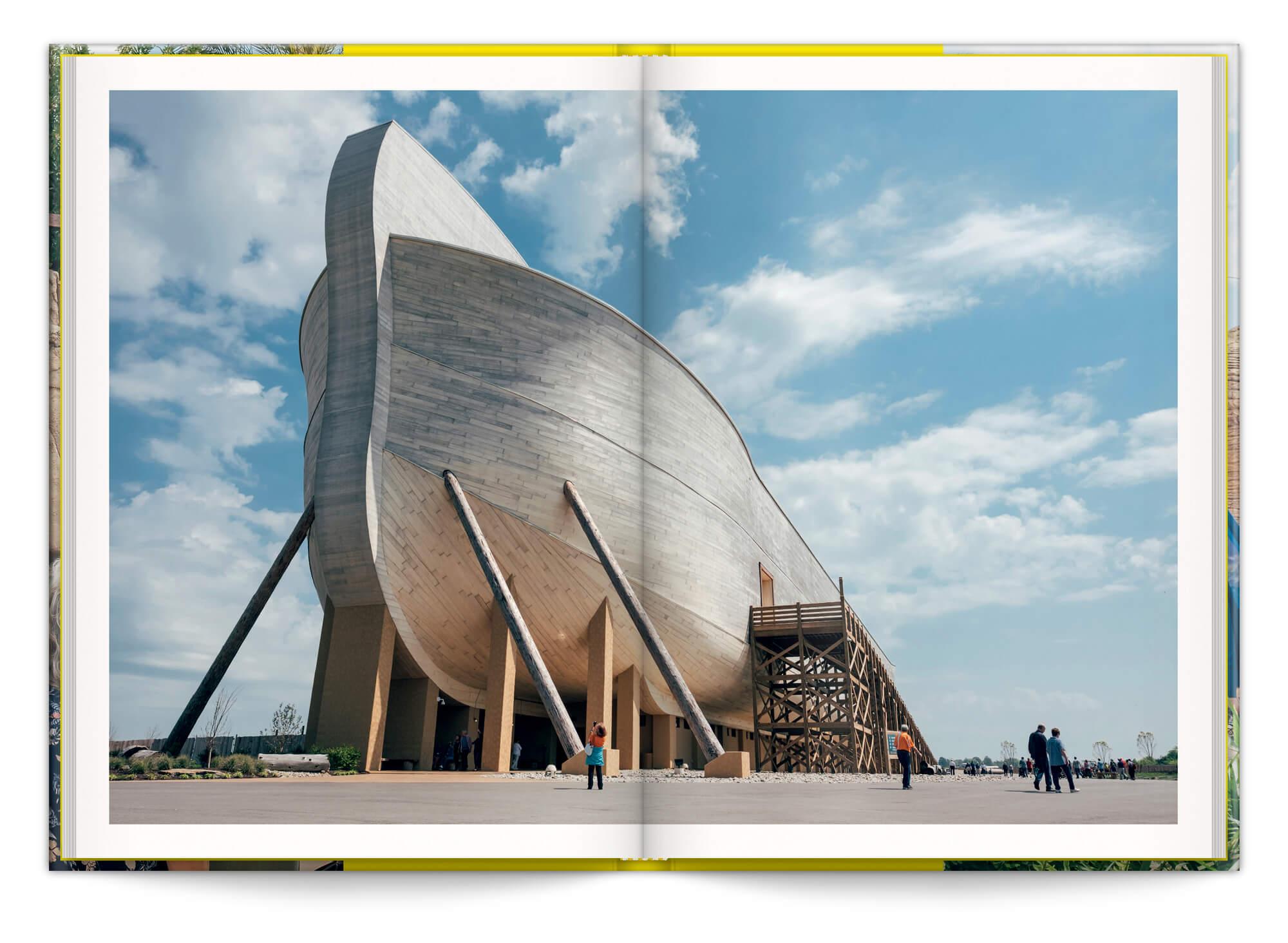 Photo de la réplique de l'arche de Noé au parc d'attractions Ark Encounter au USA.