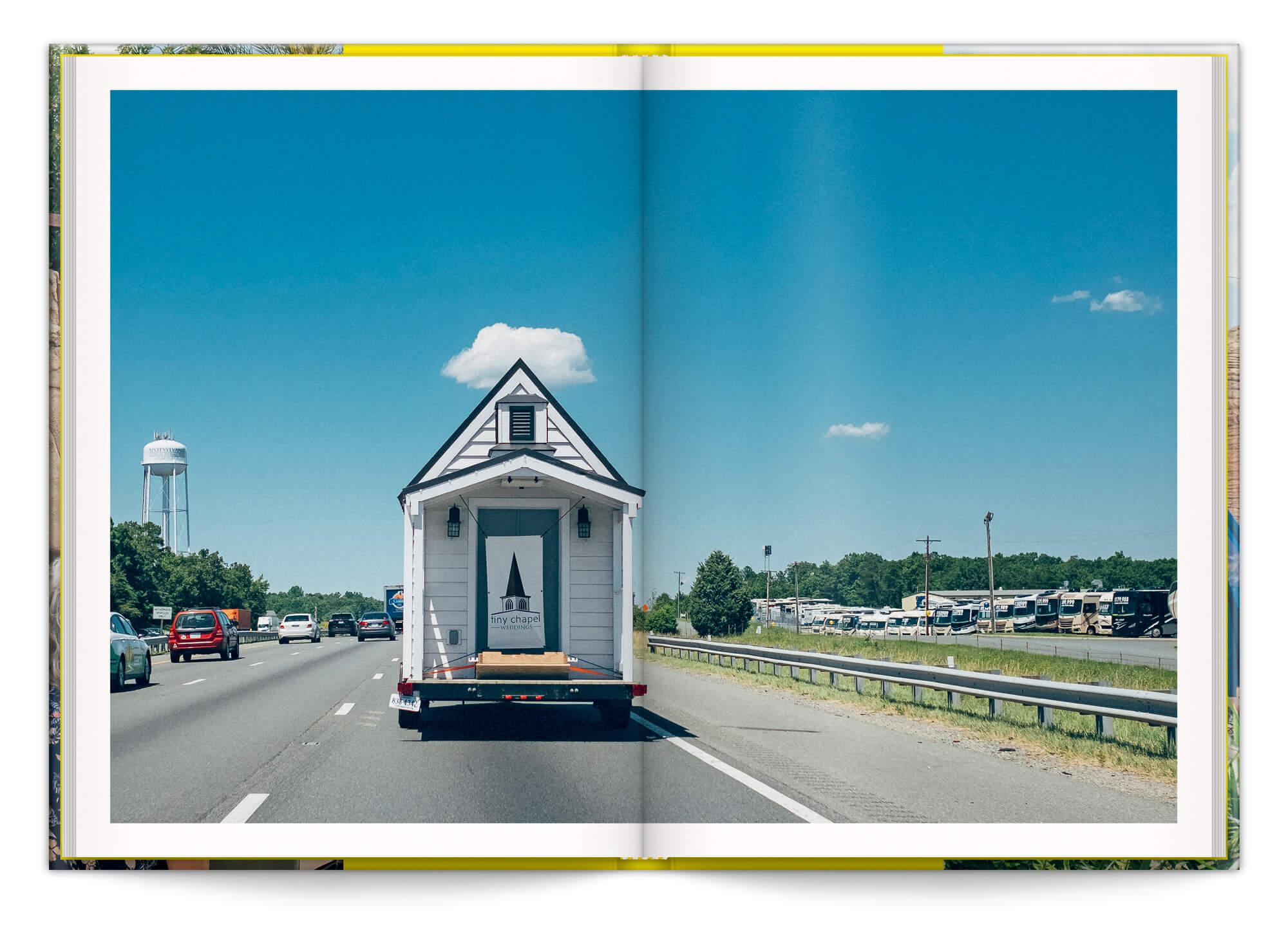 Cyril Abad photographie La Tiny Mobile Church sur la route, design IchetKar
